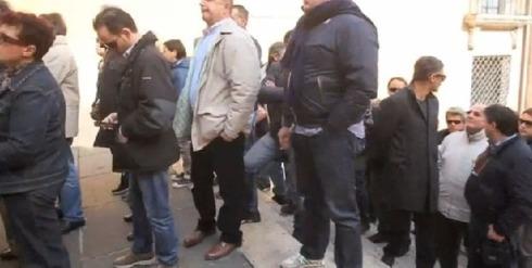 Foto delle persone intarvistate davanti al Campidoglio
